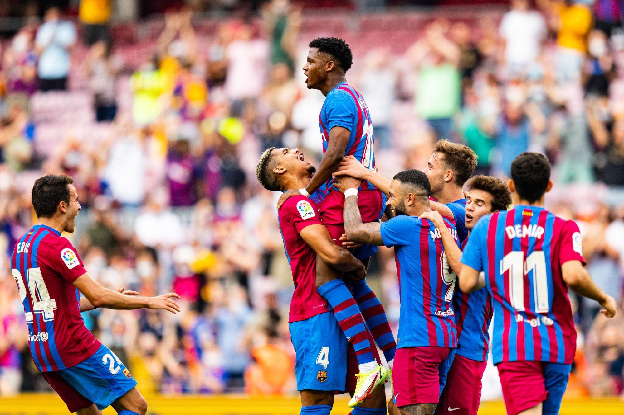 برشلونة يسعى إلى تحصين عقد نجمه الشاب