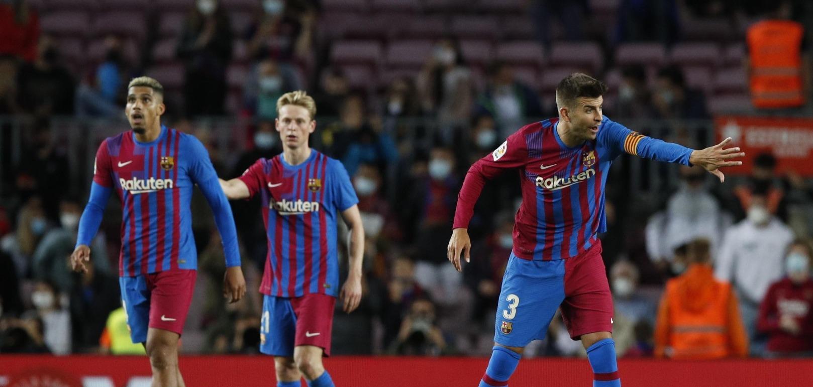 نجم دفاع برشلونة مهدد بالغياب عن لقاء ريال مدريد